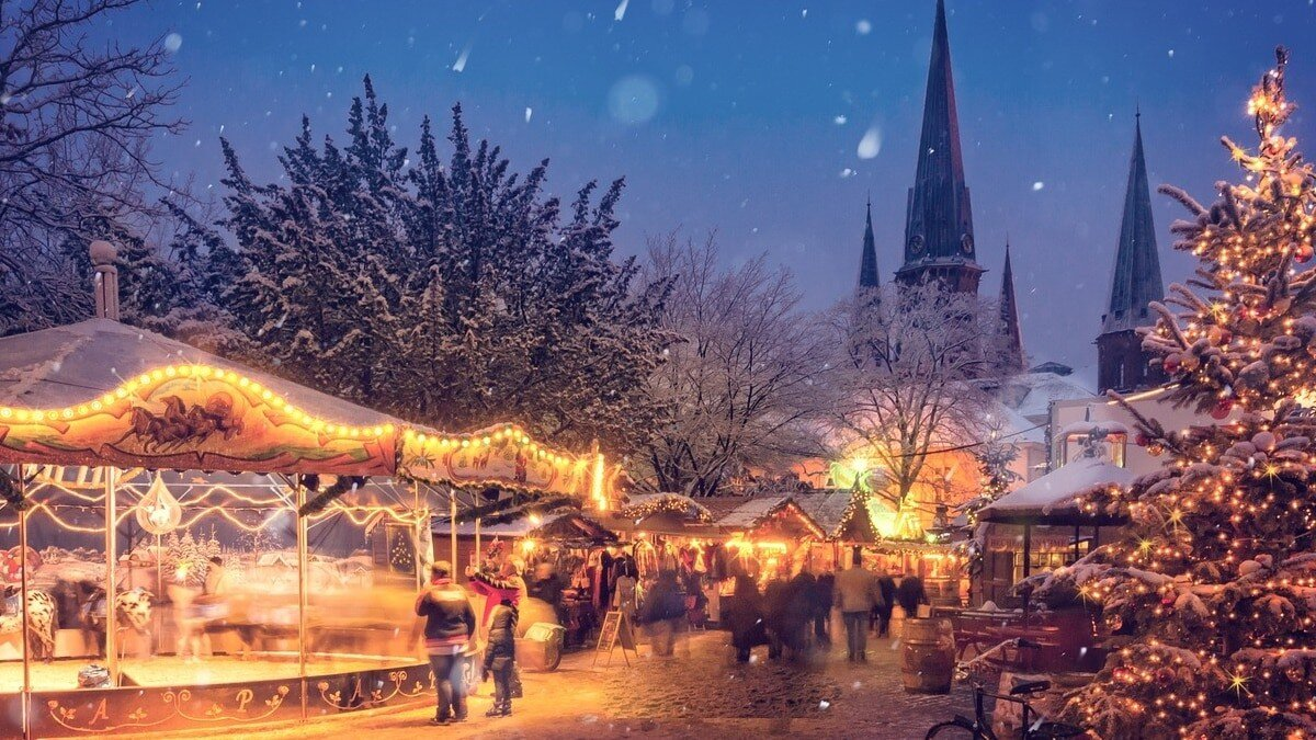 Weihnachtsmarkt mit Hotel, Weihnachtsmarkt Deutschland