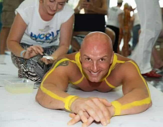 Christian Thomas Prey beim größten Bodypainting Bild in Wien