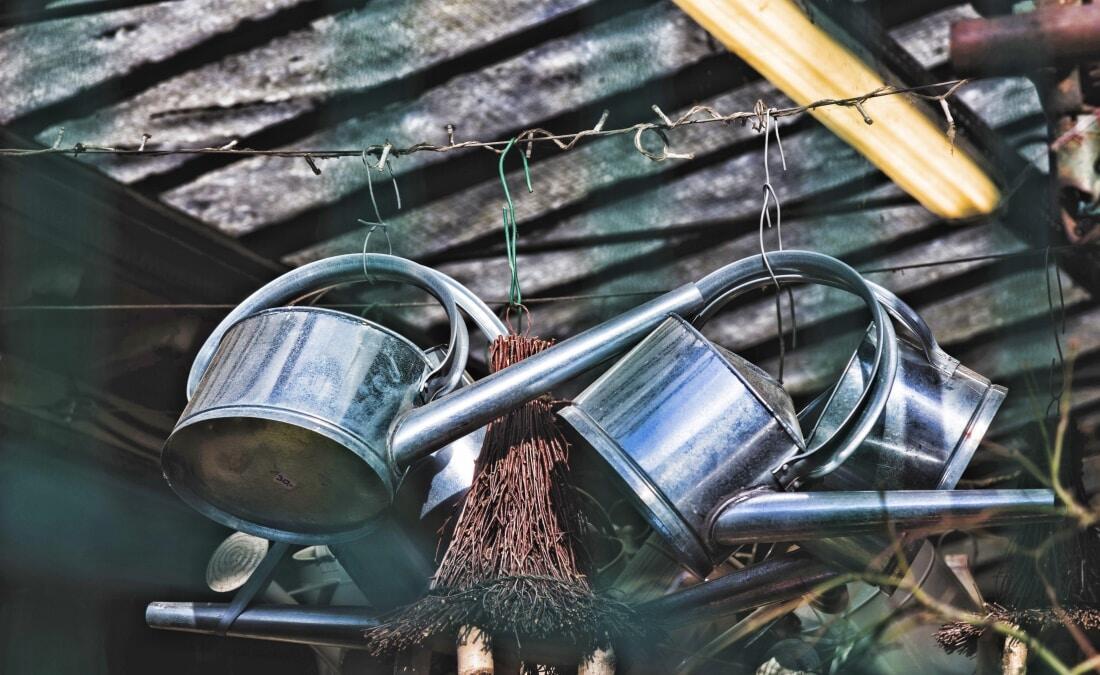 Sinnvolle Gartengeraete, Haws Giesskanne, Rasenmaeher mit Akku