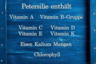 Petersilie Naehrstoffe und Vitamine