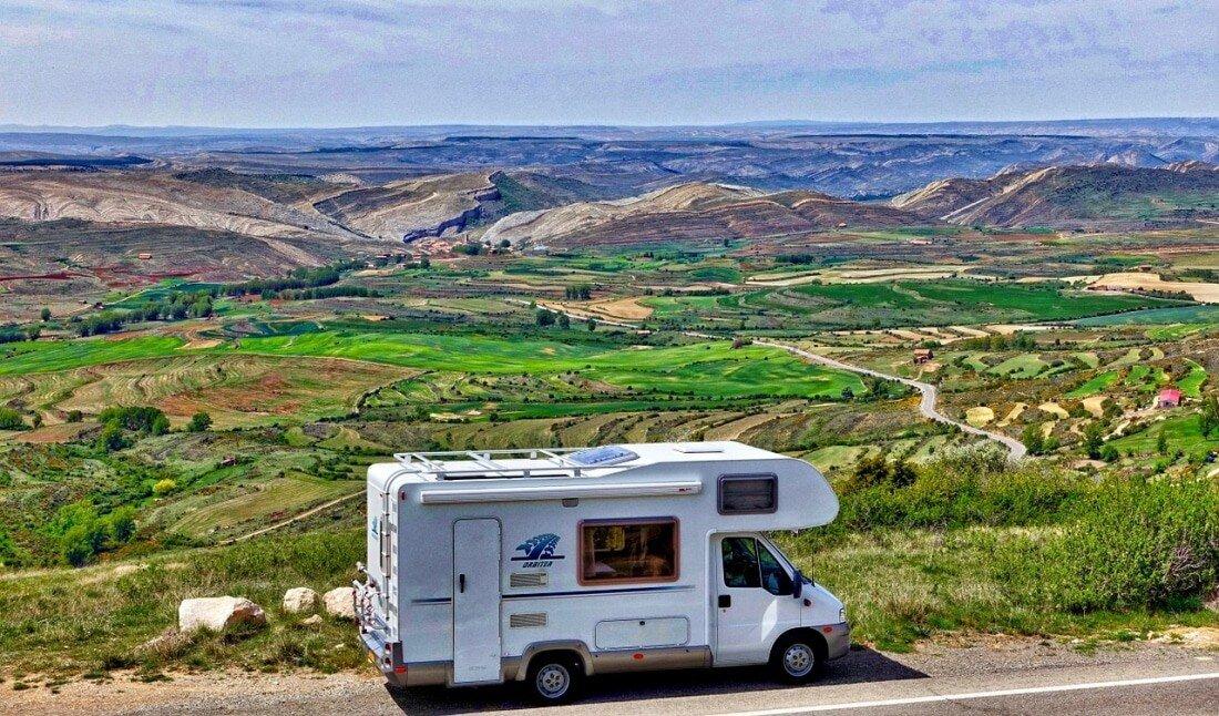 Ein Wohnmobil kaufen und vermieten, Wohnwagen Wohnmobil, vertraeglich reisen