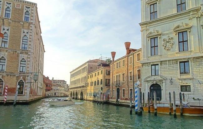 Umweltfreundlich reisen. Auf Plastik verzichten. Nach Venedig mit der Bahn.