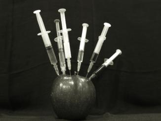 eine Impfung, Pandemie, Corona, Kritik
